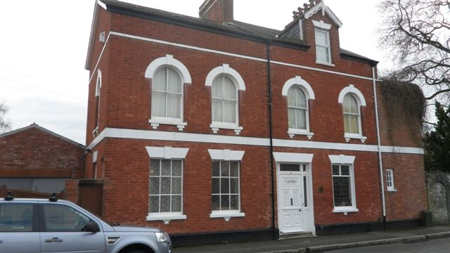 clyde-house-chiropractic-clinic-front
